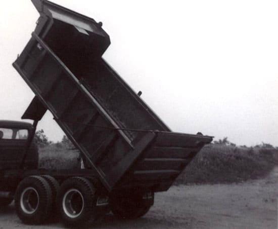 historique-boite-dompeuse-pour-camion-1967